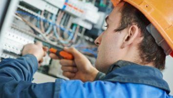 Sähkötyöturvallisuuskoulutus ja SÄTKY-koulutukset – mistä niissä on kyse ja miten ne eroavat toisistaan?